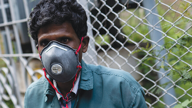 Man wearing a protective face mask in India.