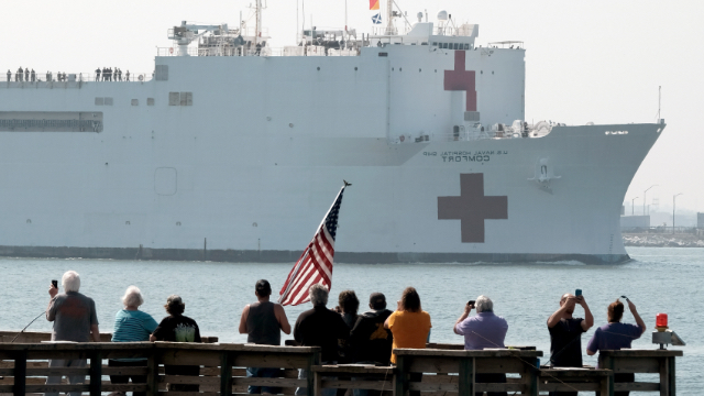 People gather to watch the Military Sealift Comm和 hospital ship USNS Comfort.